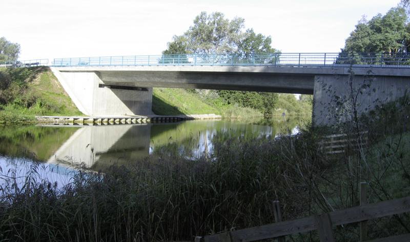 Brücke über die Müritz–Havel–Wasserstraße im Zuge der B 198 bei Vietzen