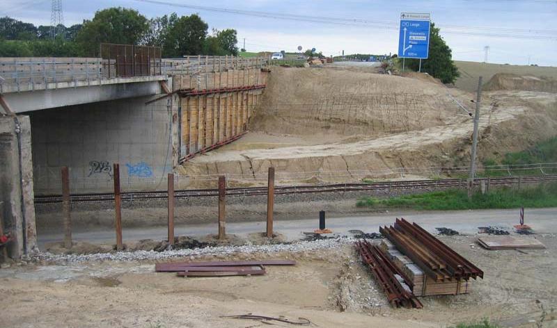Brücke über die Gleisanlagen der DB AG im Zuge der BAB A 19 bei Glasewitz